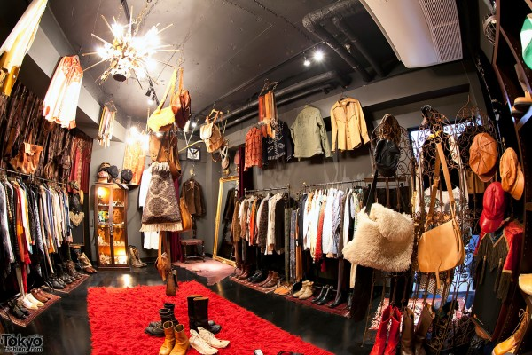 Qosmos: Chic Vintage Fashion Boutique in Shibuya