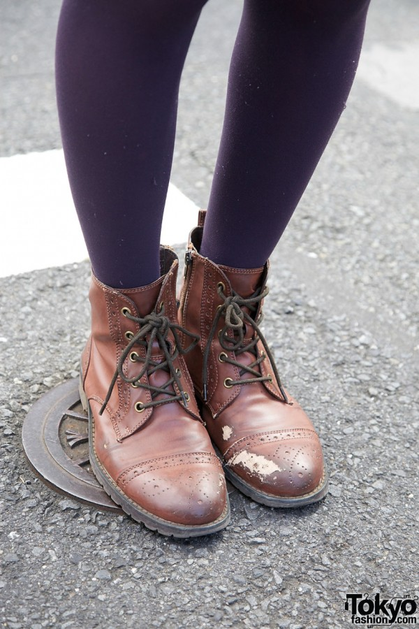 Blue tights & leather boots in Harajuku