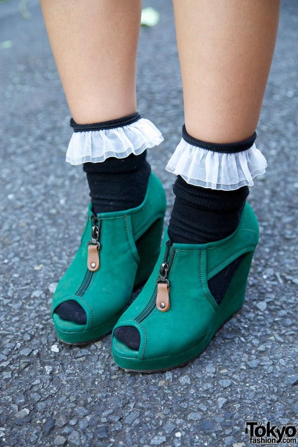 Green zippered platform shoes in Harajuku