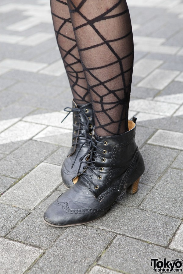 Spider web stockings & vintage-style boots in Shinjuku