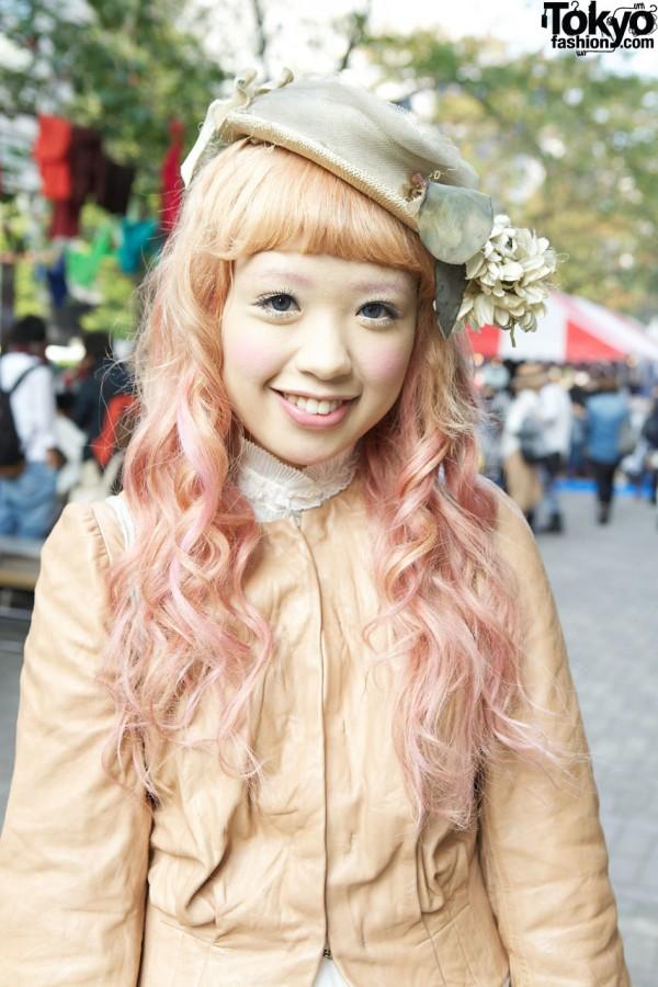 Girl's long curls & vintage hat in Shinjuku