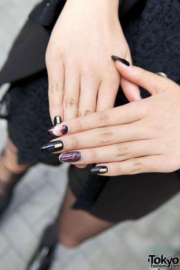 Glamorous painted nails in Shinjuku