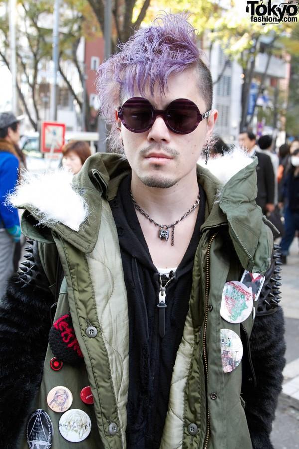 Cool sunglasses & Alice Black necklace in Harajuku