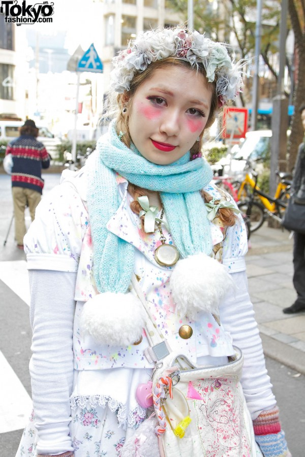 Pom pom trimmed scarf & Nile Perch top in Harajuku