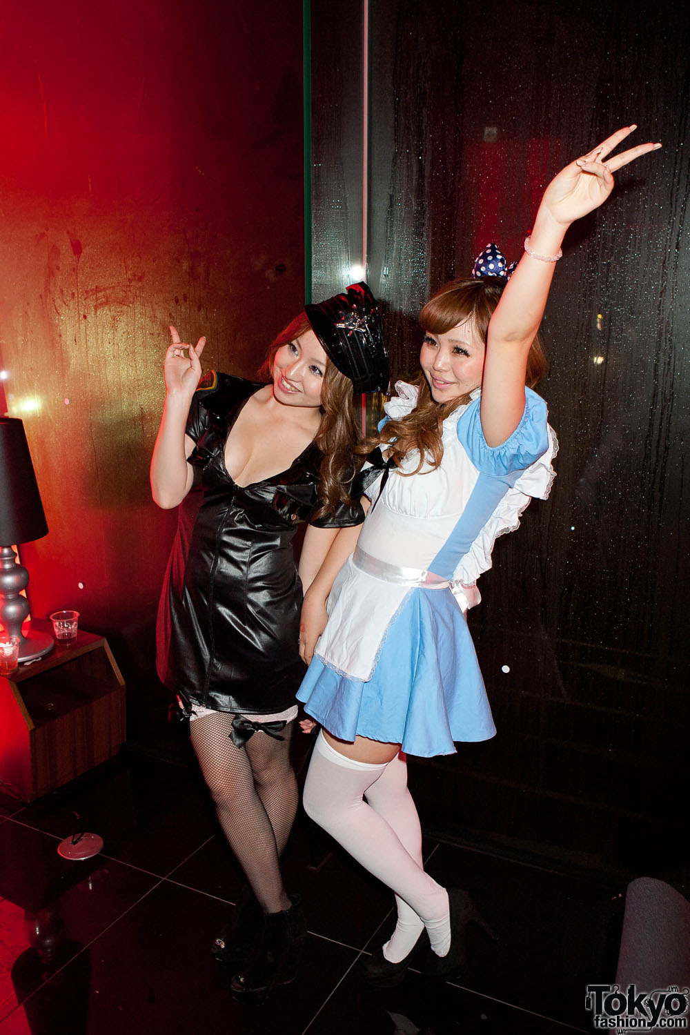 http://tokyofashion.com/wp-content/uploads/2011/11/Tokyo-Halloween-American-Apparel-Afterparty-2011-063.jpg
