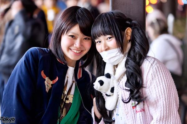 Cute Harajuku Girls With Panda Muffler