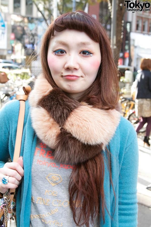 Checkerboard fur collar in Harajuku