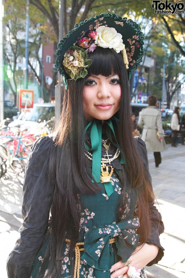 Green Japanese Lolita in Innocent World
