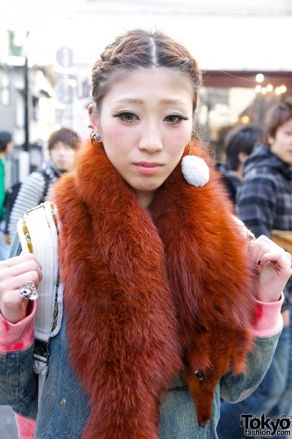 Fur stole & puff earring in Harajuku