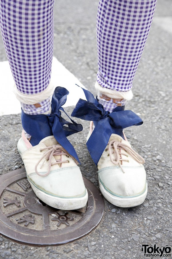 Used sneakers, checked leggings & bows in Harajuku