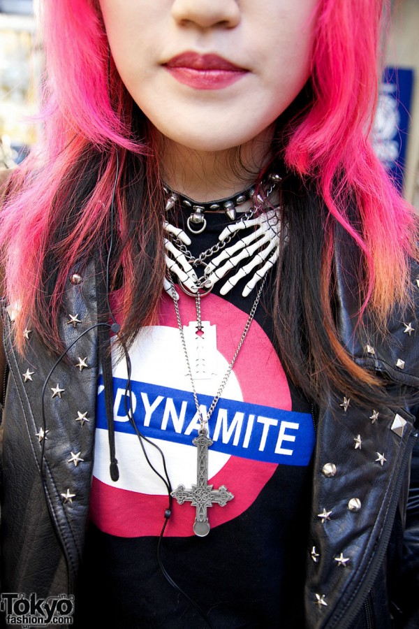 Sexy Dynamite shirt & cross necklace in Harajuku