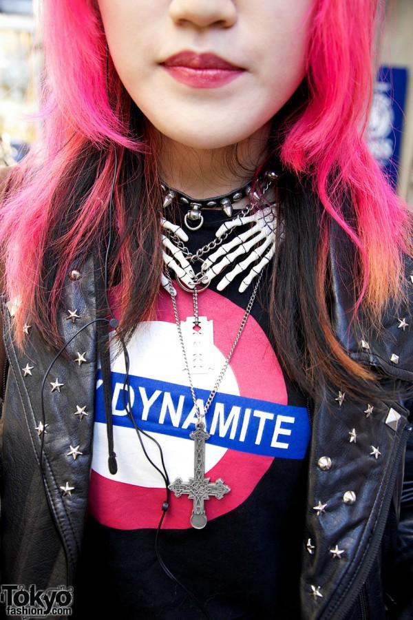 Sexy Dynamite shirt & cross necklace in Harajuku
