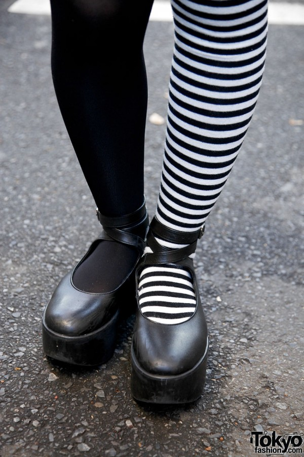 Two-tone tights & Tokyo Bopper shoes in Harajuku