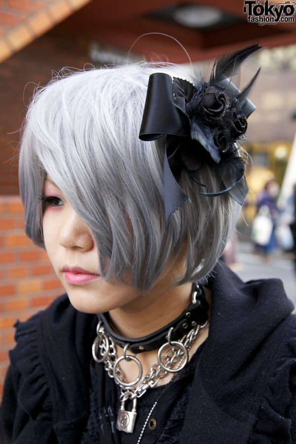 Hairpiece w/ black roses & feathers in Harajuku