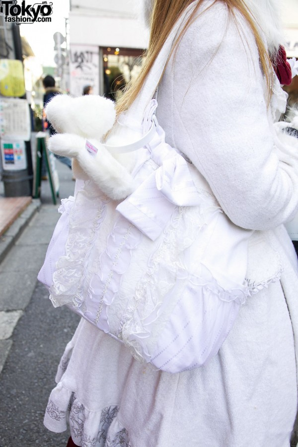 Lace-trimmed shoulder bag in Harajuku