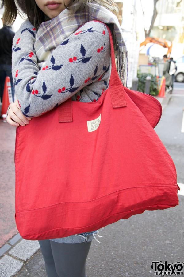 Large red tote bag in Harajuku