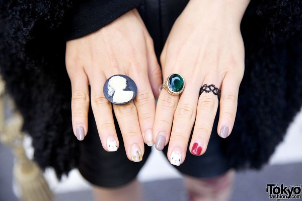 Multicolored nails with large rings in Harajuku