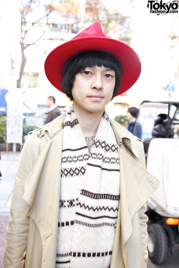 Red hat & woven stole in Harajuku
