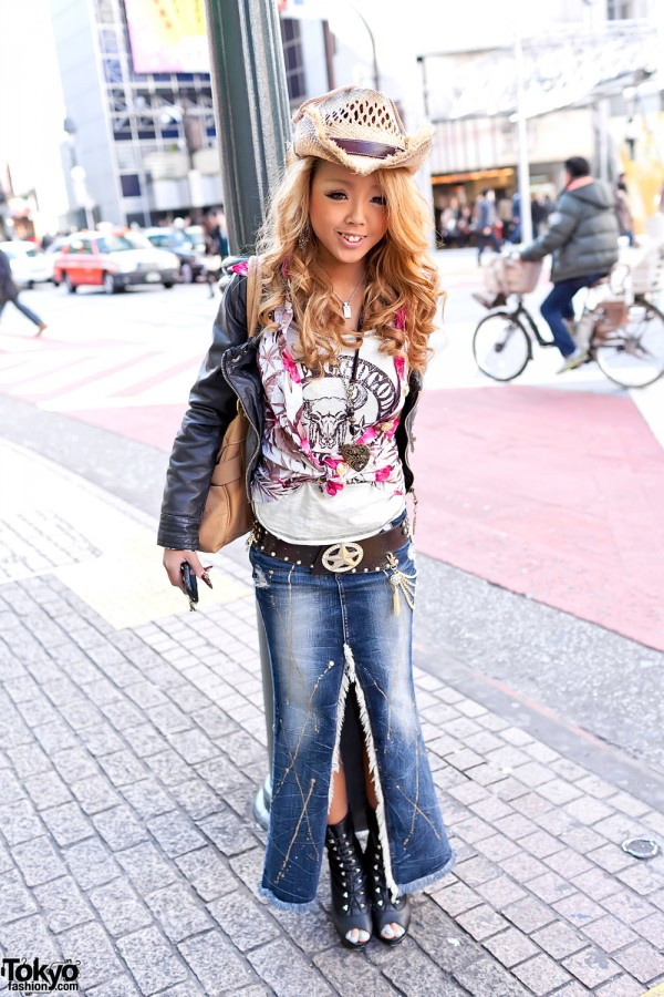 Shibuya Gyaru in Front-Split Denim Skirt