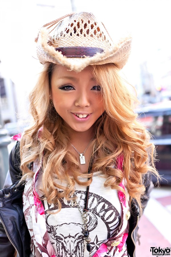 Shibuya Girl's Blonde Hair & Straw Hat