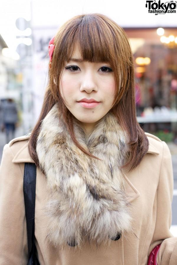 Girl w/ fur stole in Harajuku