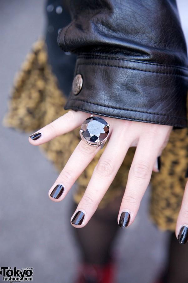 Smoky ring & dark nails in Harajuku
