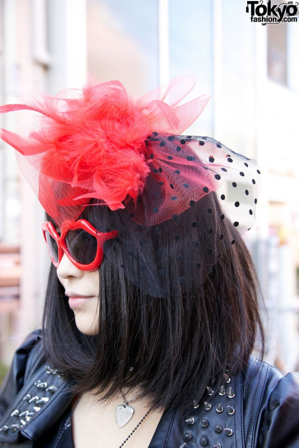 Feather & net hairpiece w/ heart sunglasses