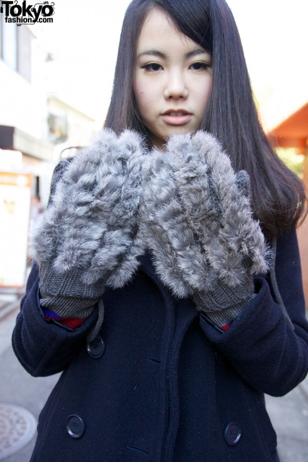 Fur-trimmed gloves in Harajuku