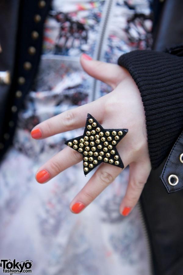 Studded star ring & peach nails in Harajuku