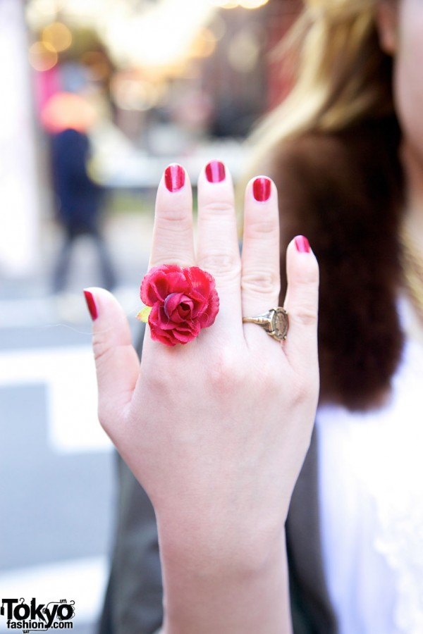 Handmade rose ring in Harajuku