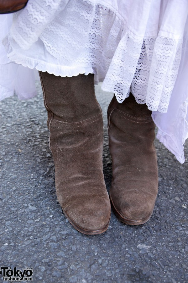 Desert Snow suede boots in Harajuku