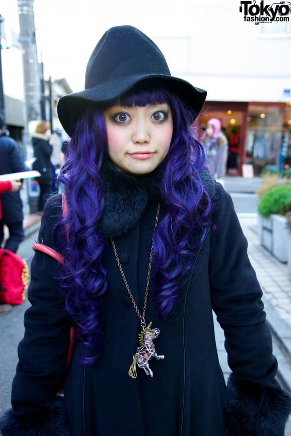 Girl's purple curls & hat in Harajuku