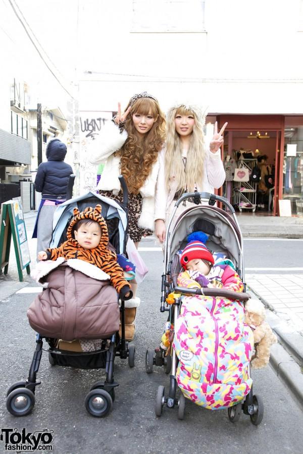 Stylish Gyaru Mama & Mori Mama w/ Cute Babies in Harajuku