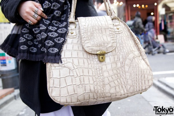 Large Vintage-style Handbag in Harajuku