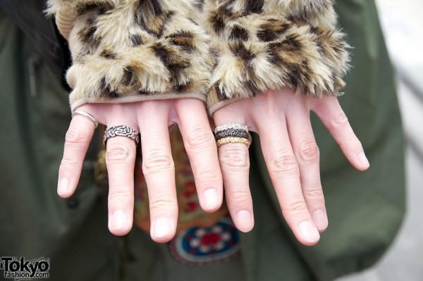 Plush fingerless gloves in Harajuku