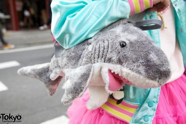6%DokiDoki plush shark purse