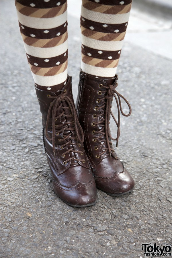 Comodo laceup boots & print tights