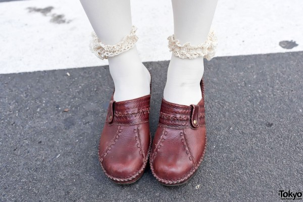 Chunky Clogs & Lace Flower Anklets
