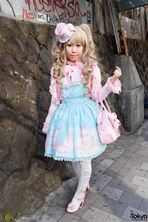 Sweet Lolita in Angelic Pretty at Harajuku Station