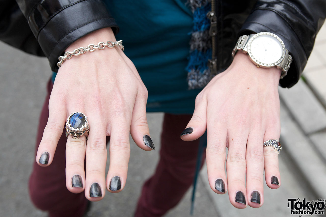 Black nail polish & goth rings in Harajuku – Tokyo Fashion News