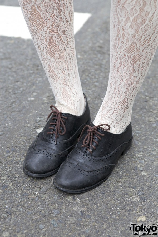 Earth shoes w/ white lace tights