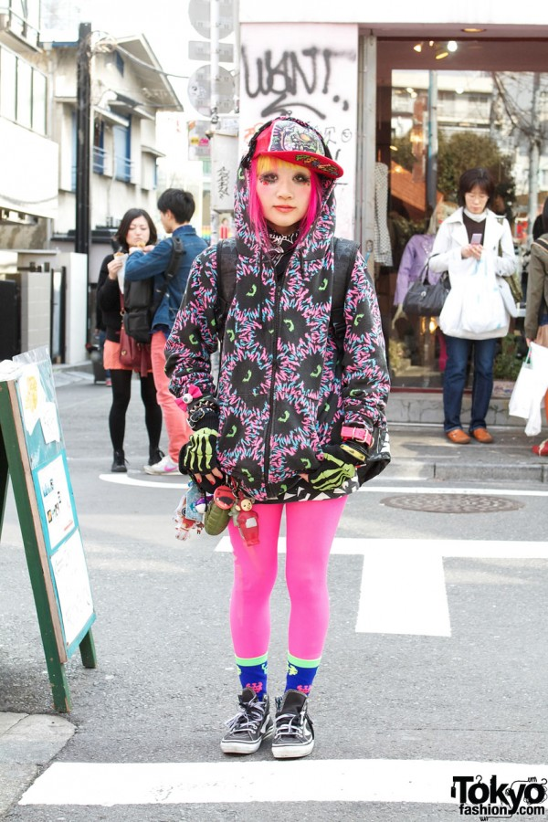 Harajuku Girl's Pink-Yellow Hair, Galaxxxy Graphics & Eyeball Bows