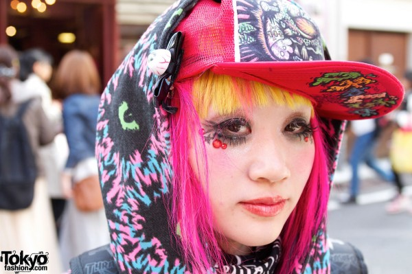 Graphic Cap, Pink Hair & Eyeball Bow