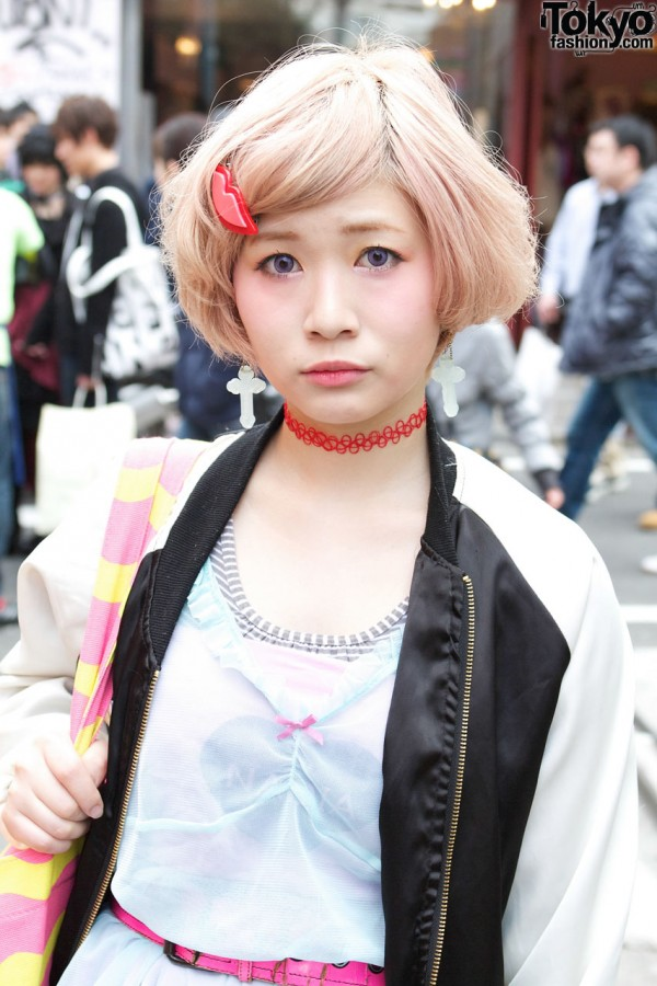 Lip Hair Clip & Red Choker in Harajuku