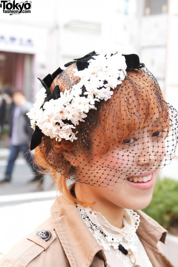 Vintage hat w/ daisies & netting