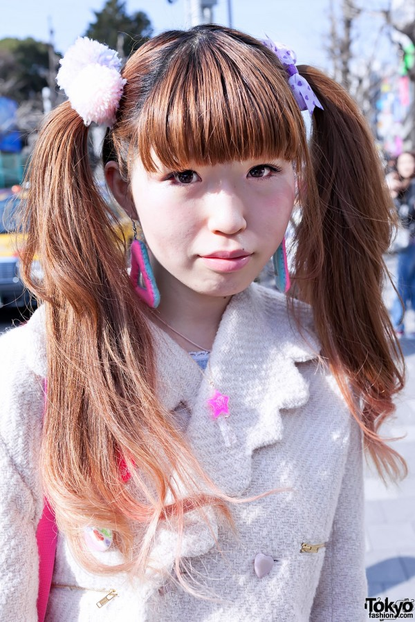 Cute Twintail Hairstyle in Harajuku