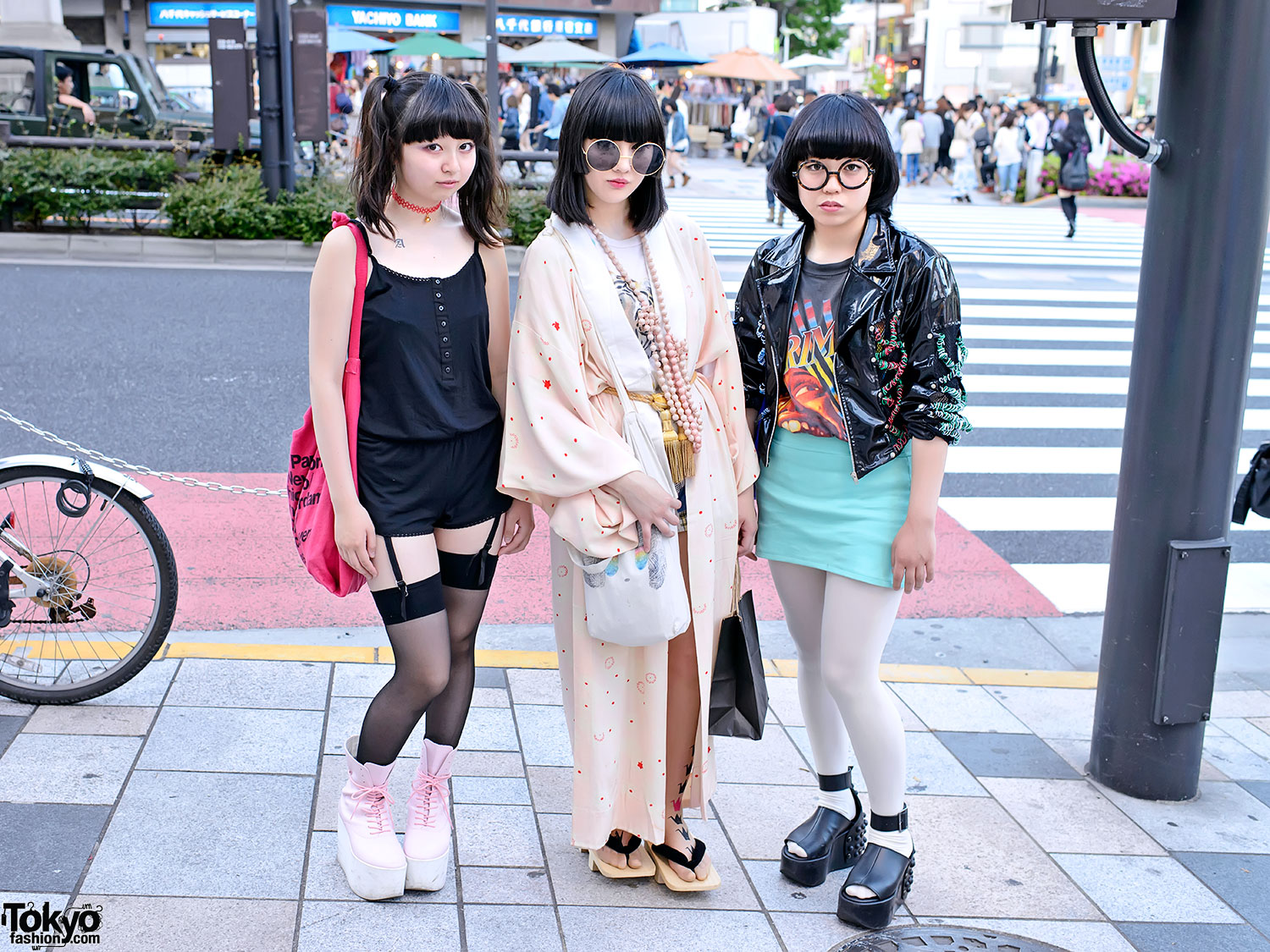 Creative Japanese Girls Wear Kimono Parasol And Geta Japan Sandal Footwear
