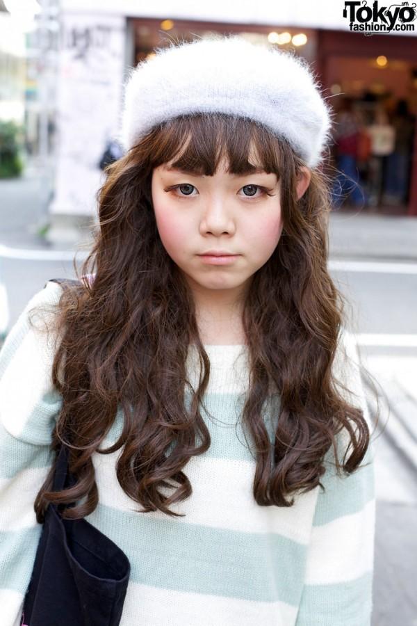 Long wavy hair & knit beret in Harajuku