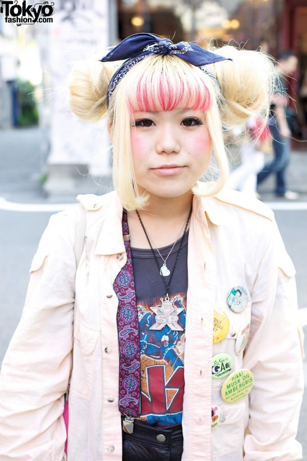 Girl with streaked bangs in Harajuku
