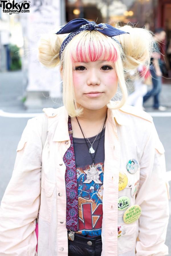 Girl with streaked bangs in Harajuku
